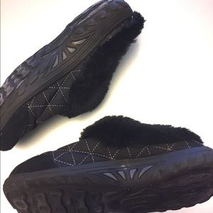 Skechers | Quilted Black | Slippers | Size 6